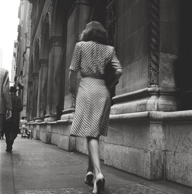 Donna sola in cammino
