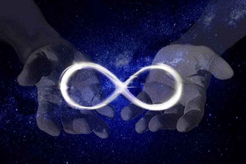 L'infinito rappresenta per l'uomo l'intangibile.